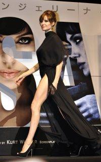 6. Ноги Анджелины Джоли фото