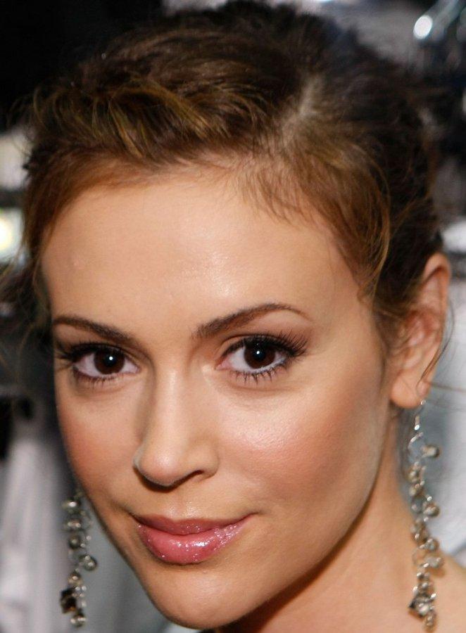 Глаза Алисы Милано | Цвет глаз: http://wstars.net/glaza/item/155-glaza-alisy-milano.html