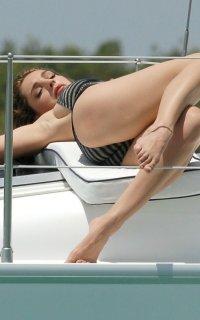 Ноги Келли Брук фото